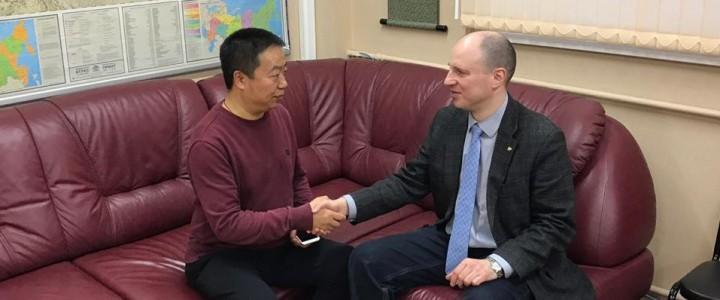 2019年2月18日,莫斯科国立师范大学俄中统筹中心主任尤金先生与沈阳音乐学院老师李波先生进行了会谈