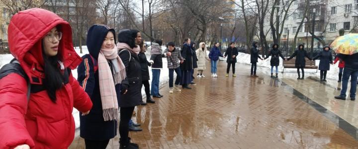 莫斯科国立师范大学的外国留学生欢庆了谢肉节。