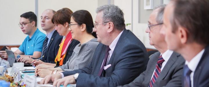 2019年9月9日,由中国大城市之一沈阳市副市长姜军先生率领的沈阳代表团访问了的莫斯科国立师范大学