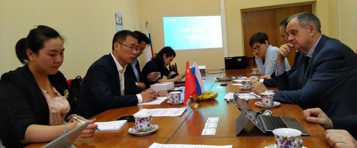 2019年10月22日,中国iFLYTEK公司高层管理代表团陪同中华人民共和国驻俄罗斯大使馆科技术部二等秘书访问了莫斯科国立师范大学。