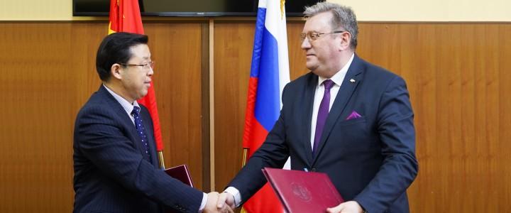 2019年11月15日,以校长刘利为团长的北京语言大学代表团访问了莫斯科国立师范大学。