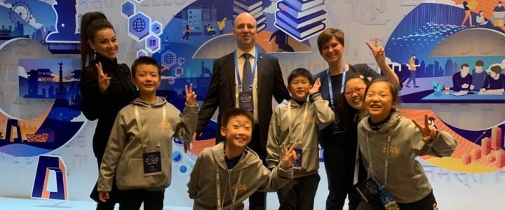 2019年11月26日,在北京全球教育峰会的第二天,莫斯科国立师范大学A.V.卢波科夫在主会上作了报告,并参加了小组讨论,讨论了教育创新和未来人才的培养。